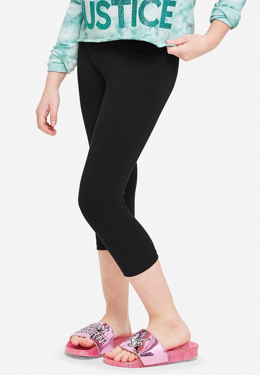 KWD5 / QR60 / AED65 / BD6.5 / JD14 / SAR75 / OMR6    Classic Crop Black Leggings    15200467610